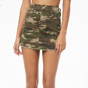 Forever 21 mini Camo Skirt - New never worn 🖤